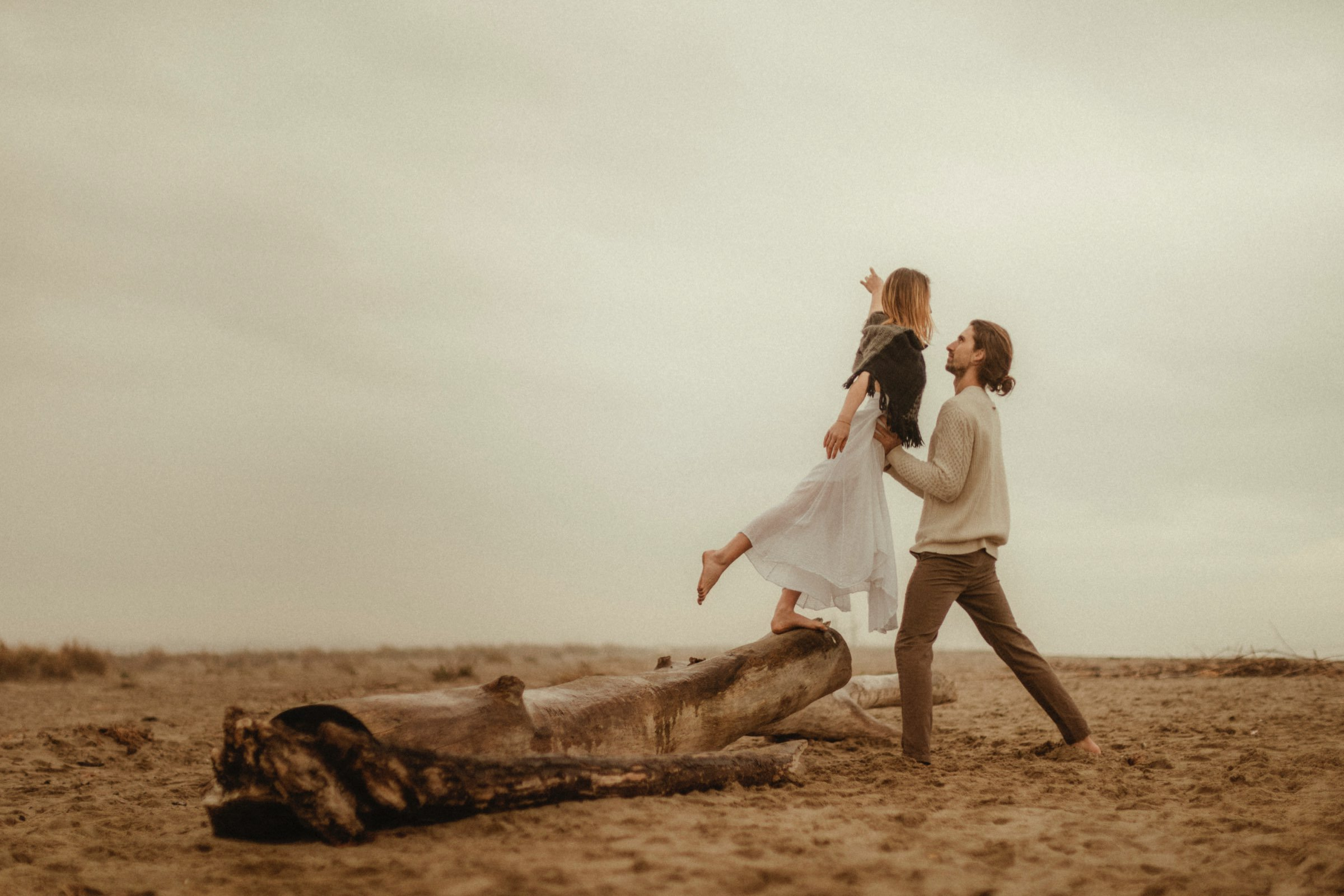 intimate session in a wild Tuscany lucca wedding